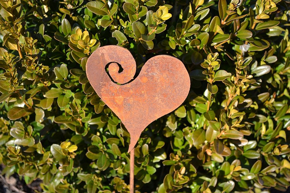 Herz auf stab dekoartikel aus edelrost haus garten for Dekoartikel aus rost